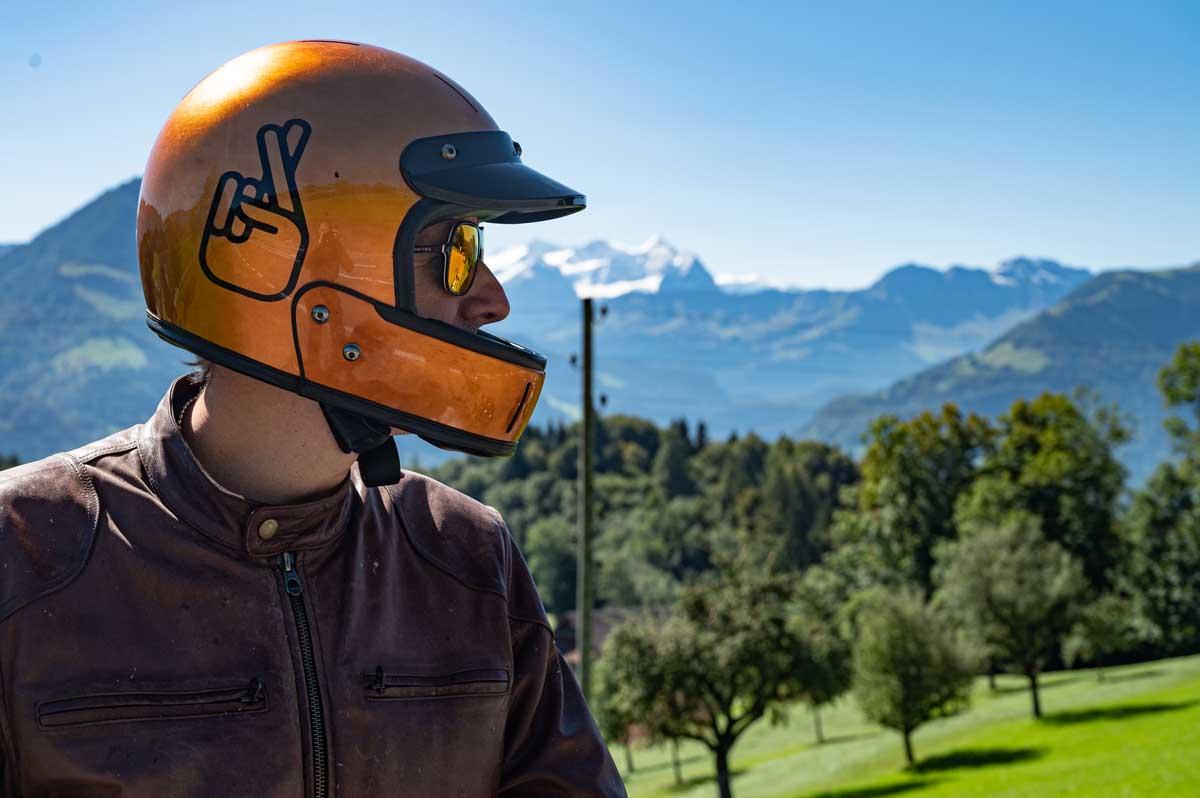 Helm: Veldt mit Kupferfolie und Moto Candy Customdesign.