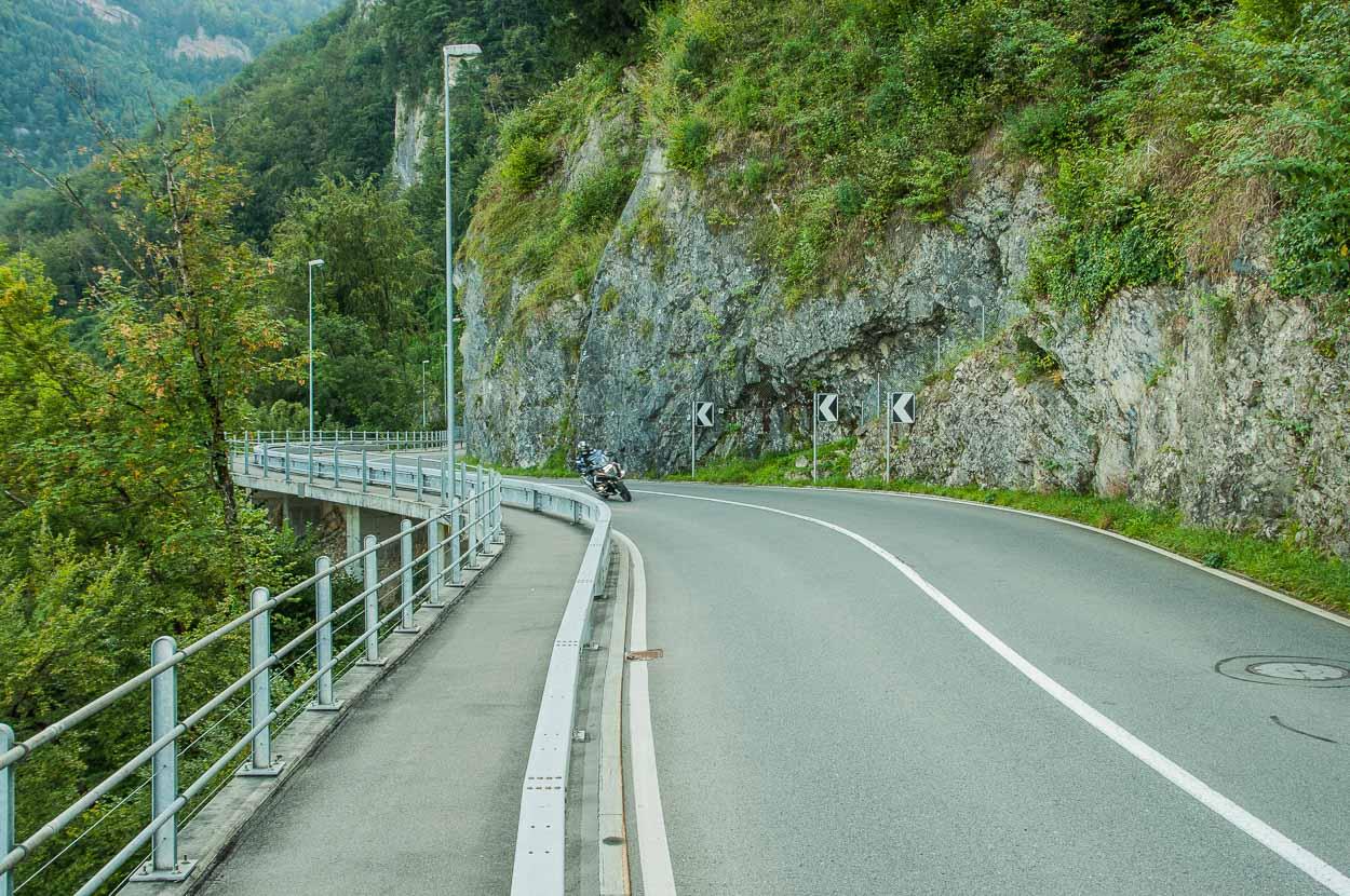 ...schlängelt sich die Strasse von Küssnacht bis nach Schwyz.