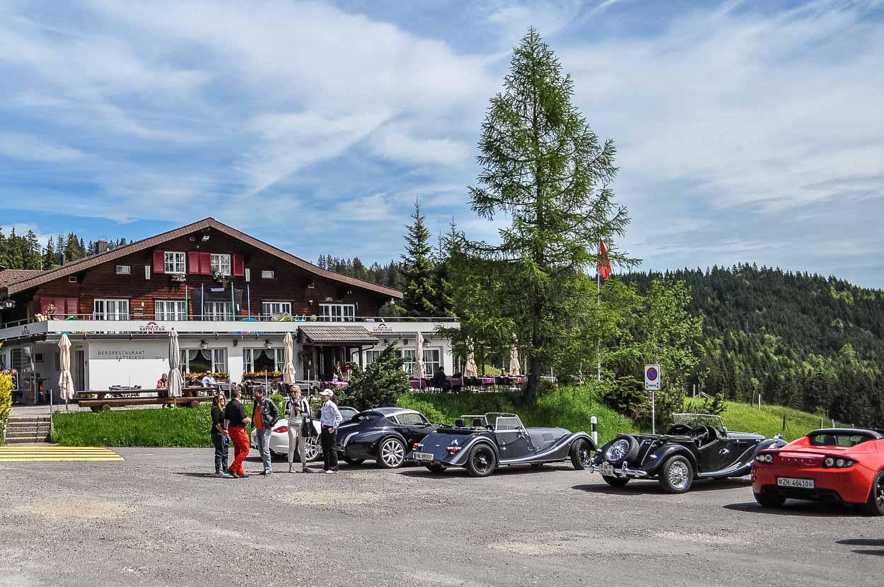 Es gibt auf der Sattelegg auch ein gemütliches Restaurant mit Sonnenterrasse.