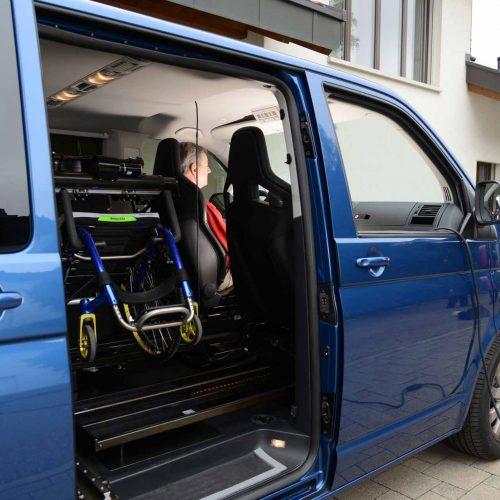 Fahrzeugumbau: Mit der Planung und Ausführung von Umbauten bei Serien-Fahrzeugen aller Marken und Typen trägt die Abteilung Fahrzeugumbau von Orthotec dazu bei, dass die Mobilität von Menschen mit einer Körperbehinderung verbessert oder erhalten bleibt.
