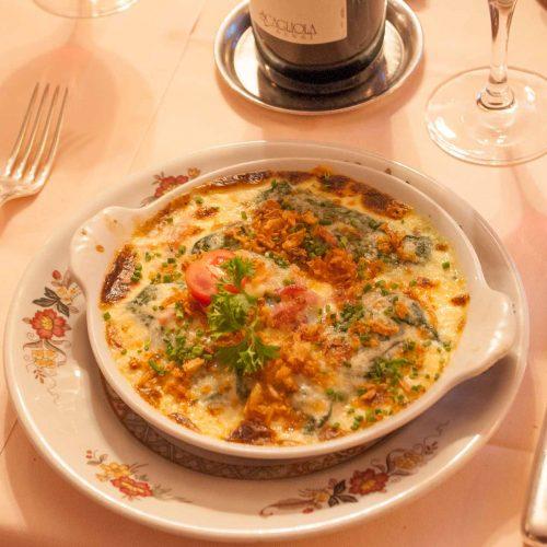 Auch das Essen schmeckt ausgezeichnet. Die hausgemachten Capuns sind besonders empfehlenswert.