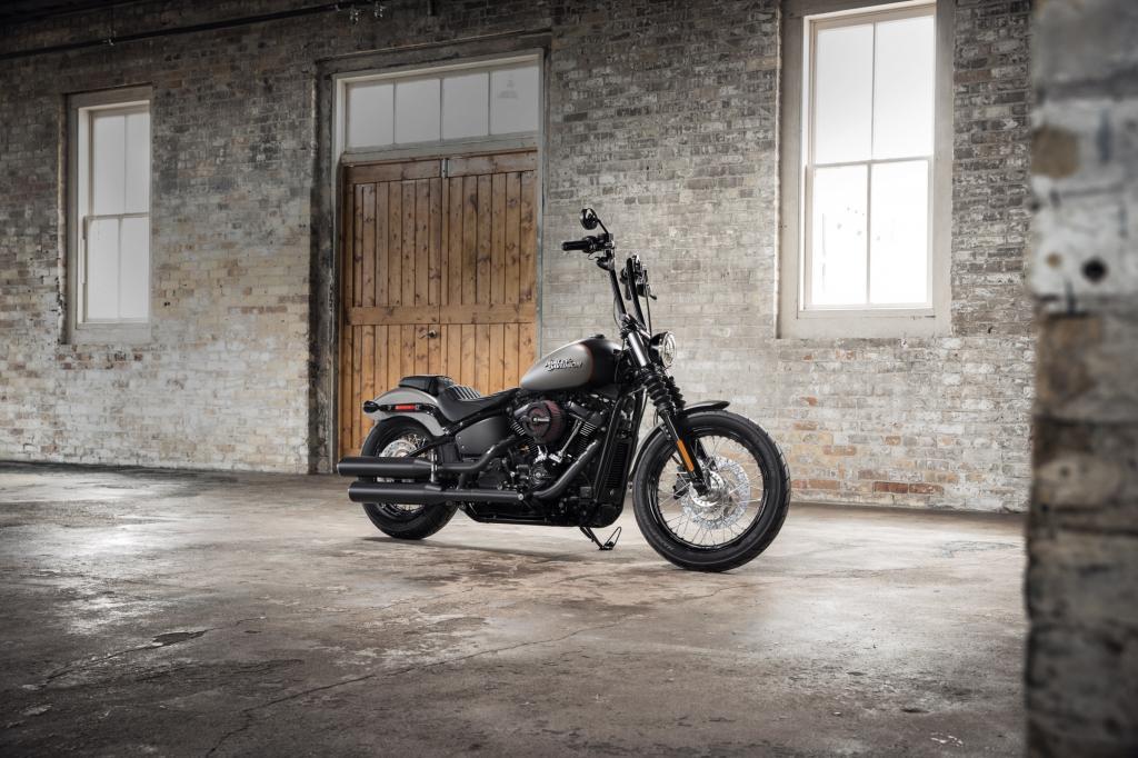 Harley_Davidson_StreetBob_2018