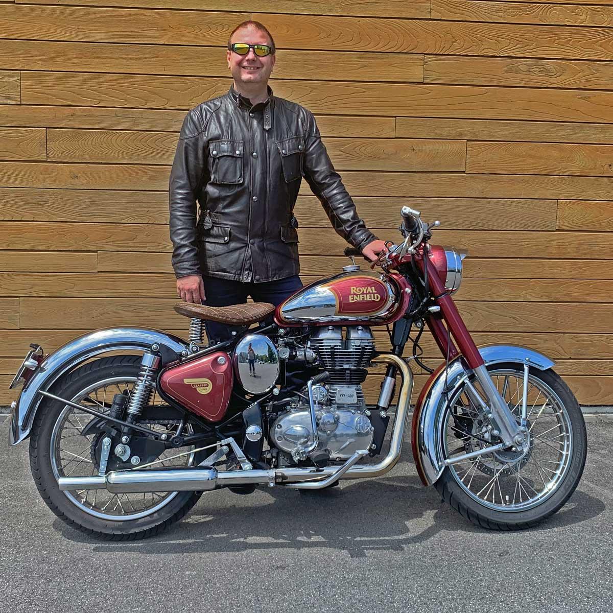 Dank der Kraftkur von Auer Power ist ein gutes Motorrad, dass mir zuvor schon viel Freude bereitet hat, noch besser geworden. Ich freue mich auf viele weitere Ausfahrten mit meiner Royal Enfield Classic 500 EFI und danke Daniel und dem ganzen Auer-Power-Team für die hervorragende Arbeit.