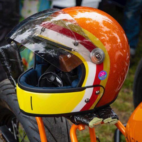 Cutom Helm von Veldt. Der exklusive Helmhersteller bietet Customizing ab Werk. Jeder Kunde kann sich seinen Helm selber gestalten. Erhältlich bei moto-candy.com.