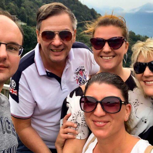 Tim (links) und Brächti (rechts) unterwegs auf Sightseeing-Tour mit Manuela (hinten), Ines (rechts) und Jessica (vorne).