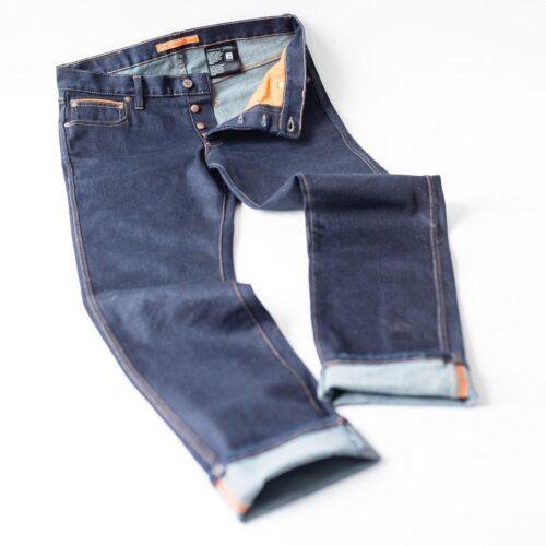 Die Jeans von Bold'ster ist die ideale Motorradhose für den Alltag.