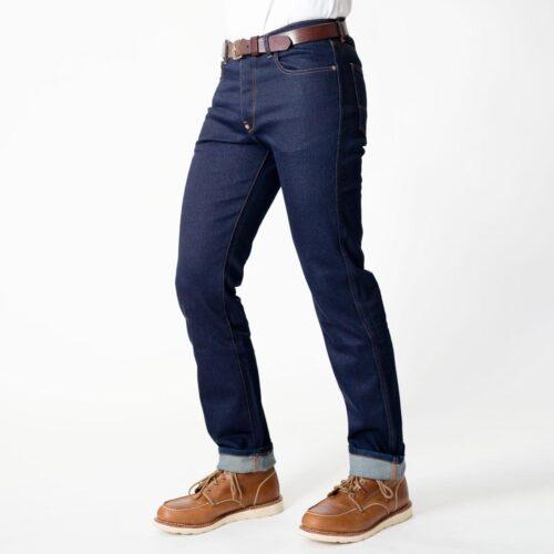 Trotz der durchgängigen Aramidverstärkung ist sie bezüglich Tragekomfort kaum von einer konventionellen Jeans zu unterscheiden.
