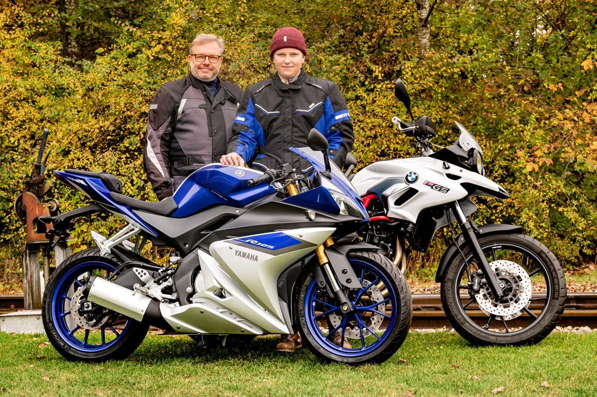 Andi und Raphael Kiener. Vater und Sohn hat die gemeinsame Zeit, die sie unter anderem auf dem Töff verbrachten, sichtlich verbunden.