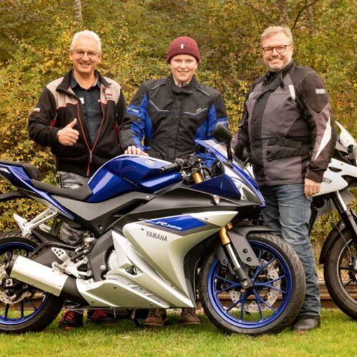 Raphael und Andi zusammen mit Norbert Häfliger, Filialleiter der hostettler moto ag in Sursee.