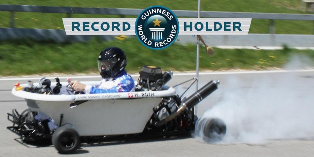 Das Meisterwerk von Hannes Roth ist mit einem wassergekühlten 600 Kubik Yamaha R6 Motor mit 130 PS ausgestattet, erreicht einen Top-Speed von 189.94 km/h und hält den Guinness-Weltrekord als schnellste Badewanne der Welt.
