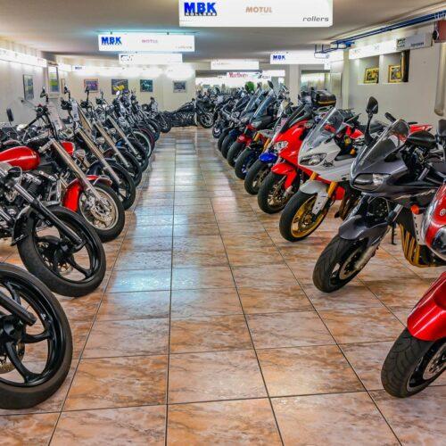 Selbst jetzt, wo Motorräder Mangelware sind, haben die Madiswiler Yamaha Spezialisten immer noch eine breite Auswahl an gebrauchten Bikes an Lager.