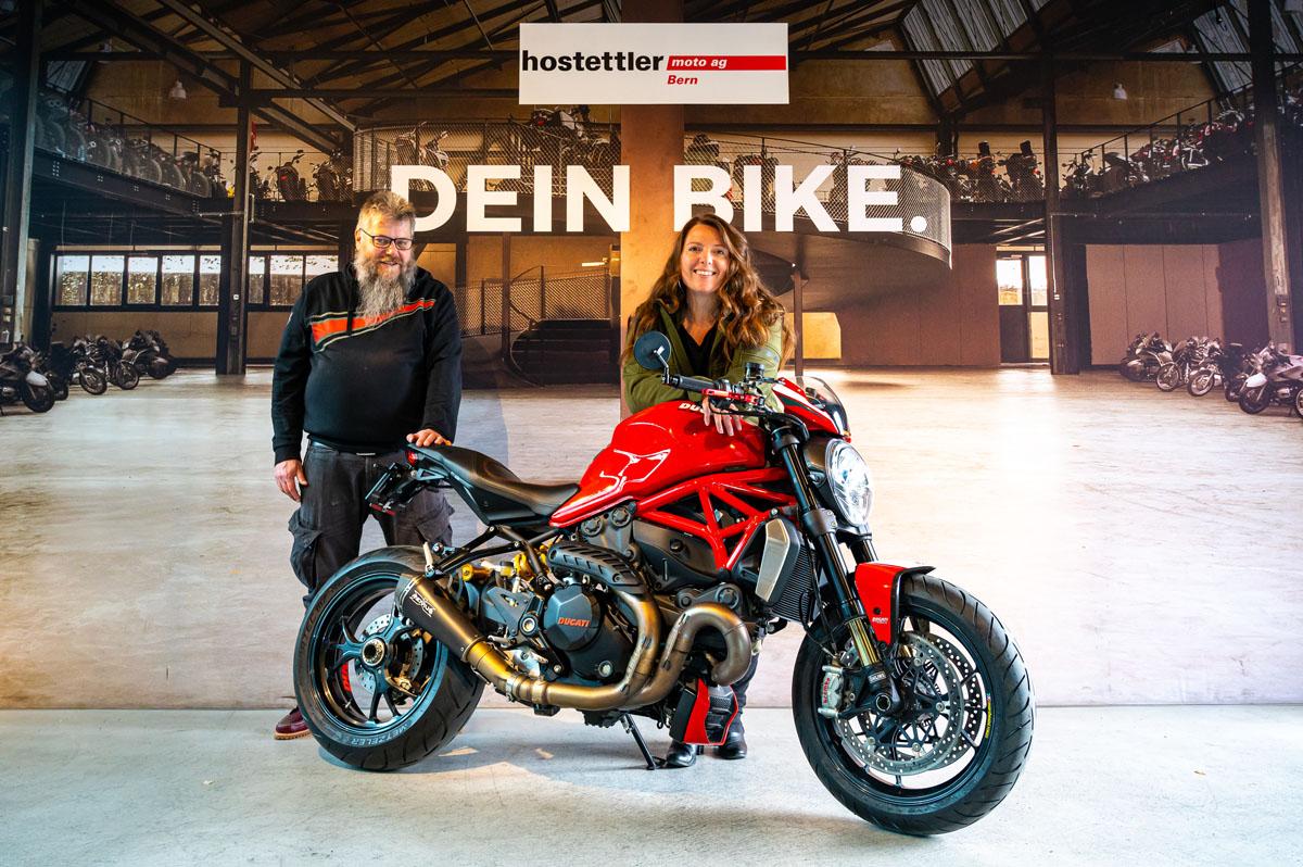 Übergabe der Ducati Monster 1200 R bei der hostettler moto ag in Bern mit dem Occasionsspezialisten Finu (Finnolaf Engel), der mich sehr freundlich und kompetent beraten hat.