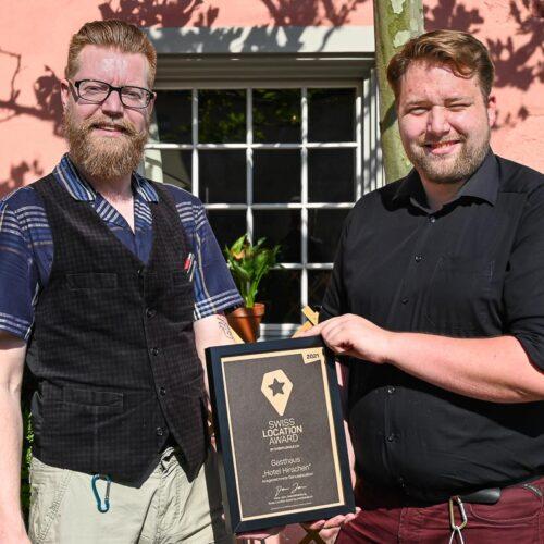 Die beiden Gastgeber Denny Bretschneider und Dominik Balmer empfangen und bewirten ihre Gäste, im wunderschön renovierten und gepflegten historischen Gebäude, direkt im Dorfzentrum.